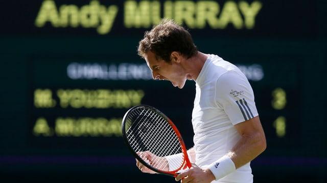 Der Schotte Andy Murray bejubelt einen erfolgreichen Schlag in einem Match beim Wimbledon-Turnier 2013.