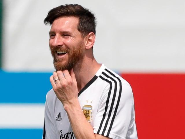 Lionel Messi lacht.