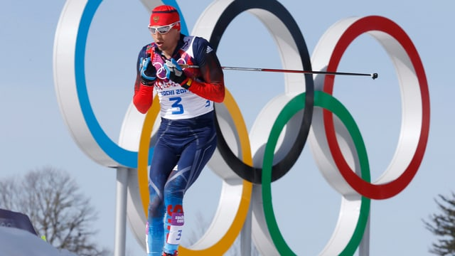 Ein russischer Langläufer in Sotschi 2014.