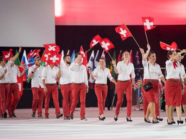 Einmarsch des Schweizer Teams an der Eröffnungsfeier in der Arena der WorldSkills 2017.