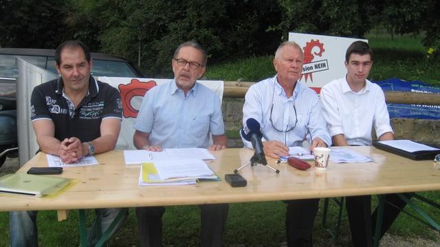 Medienkonferenz der Fusionsgegner: Martin Karrer, Dölf Brodbeck, Paul Schär und Tobias Rippstein.