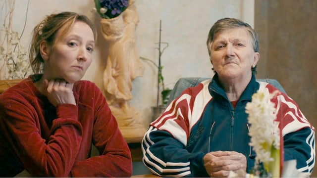 Zwei Frauen an einem Tisch
