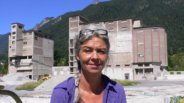 Franziska Amstad auf dem Areal der ehemaligen Zementfabrik in Brunnen