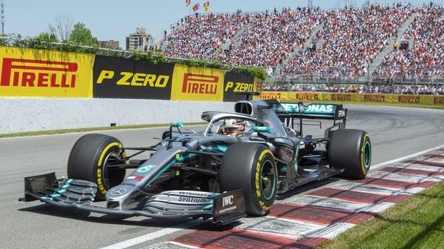 Sco segund tras l'arrivada, ma tuttina gudagnà: Lewis Hamilton.