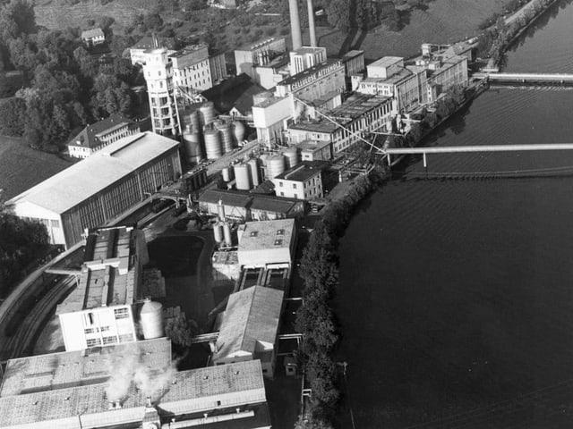 Luftaufnahme der Cellulose Attisholz aus dem Jahr 1992.