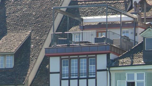 Nahaufnahme Pergola vom Oberen Rheinweg aus gesehen
