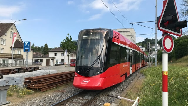 Zug der Appenzeller Bahnen am Bahnhof Teufen