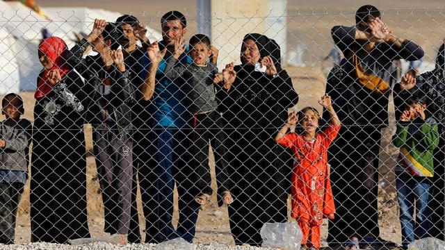 Flüchtlinge an Zaun
