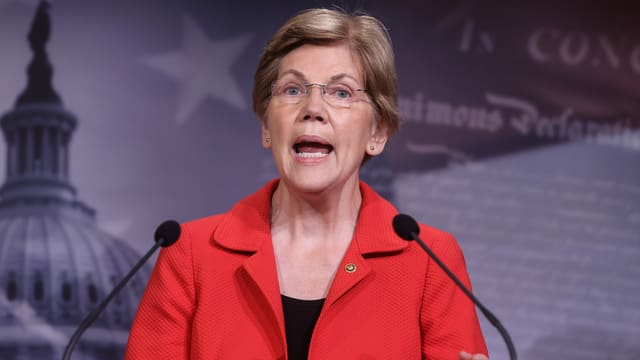 Die Senatorin Elizabeth Warren hält eine Rede.