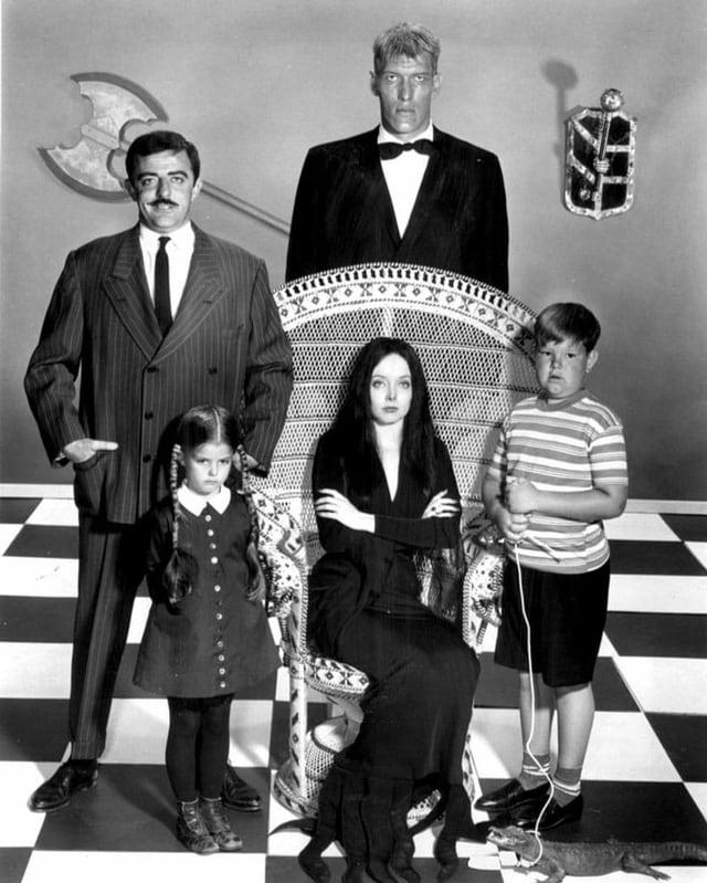 Der erste Cast der Addams Family.