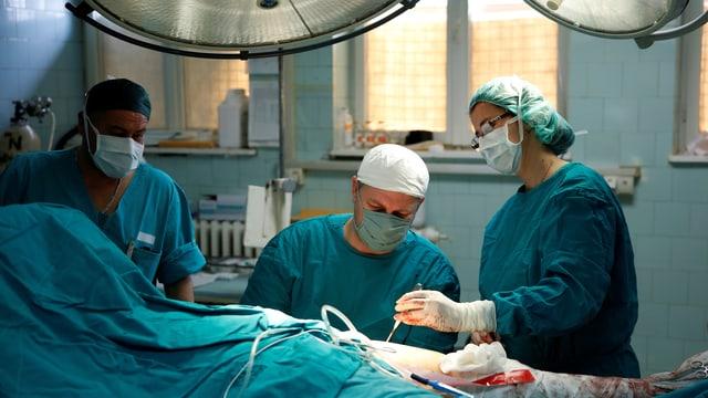 Operationssaal mit veralteter Einrichtung