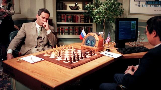 Kasparow am 12. Mai 1997 beim Schachspiel gegen Deep Blue.
