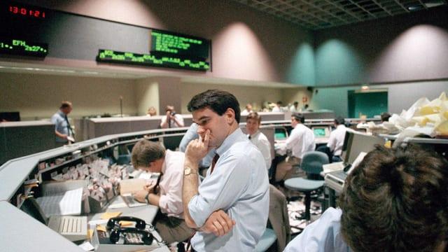 Börsencrash 1987 Los Angeles. Anleger mit sorgenvoller Mine.