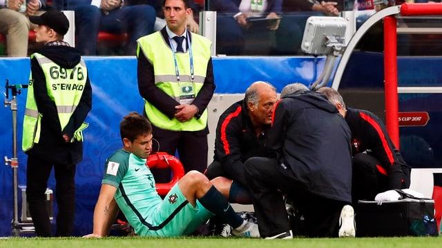 Raphael Guerreiro wird den Saisonstart mit dem BVB verpassen.