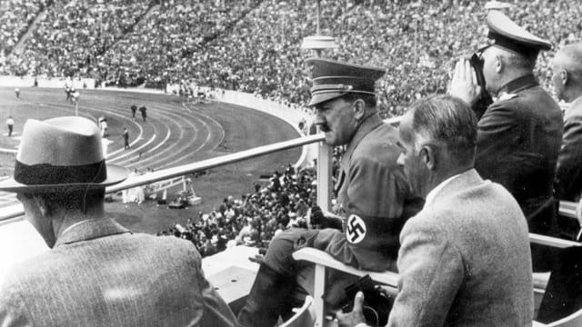 Goebbels und Hitler auf der Zuschauertribüne bei Olympia 1936.