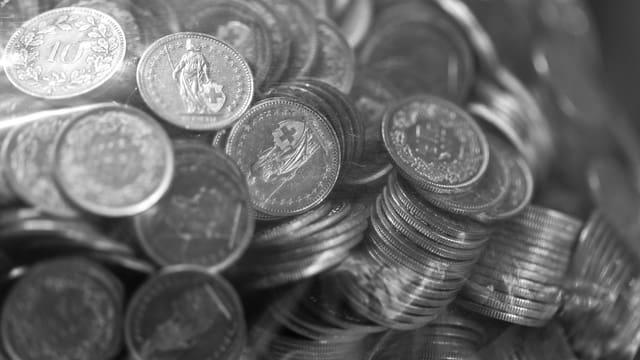 Schweizer Kleingeld unsortiert.