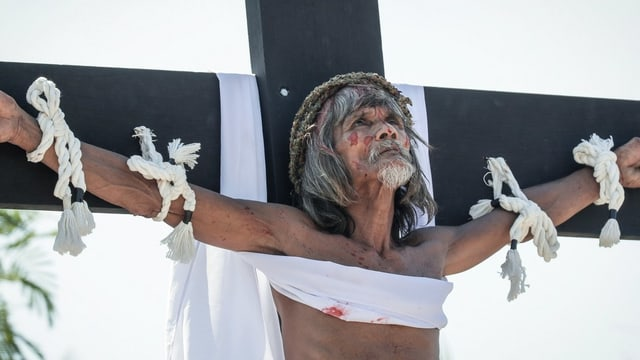 Ein Mann am Kreuz