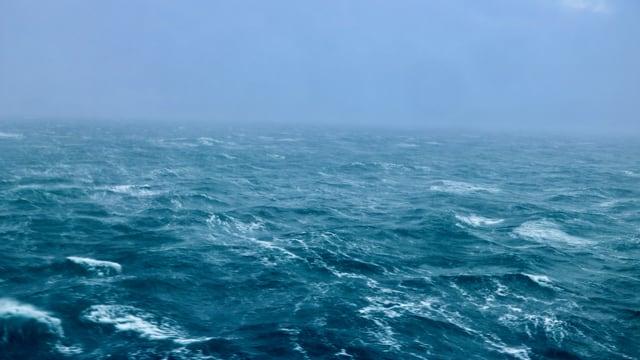 Gepeitschtes Meer vor der norwegischen Küste.