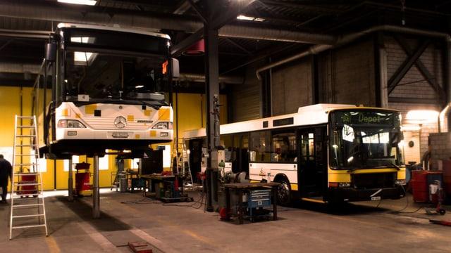 Busse im Depot