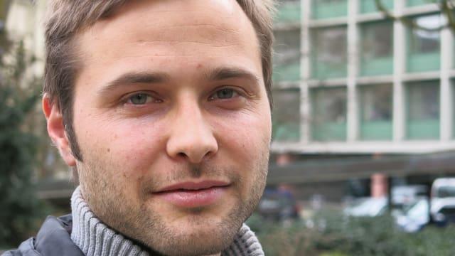 Porträt von Nils Althaus, Schaupieler, Kabarettist und Liedermacher.