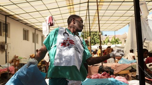 Pfleger in einem Spital in Haiti