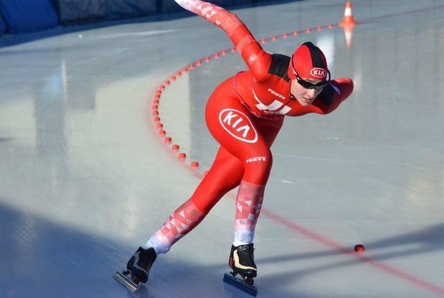 Eisschnellläuferin in Aktion