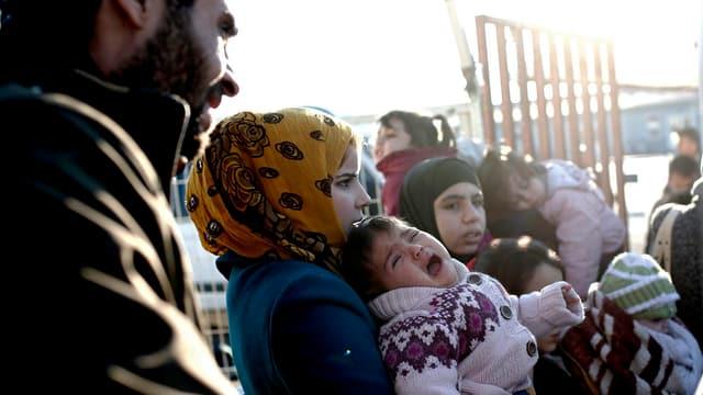 Verzweifelte Flüchtlinge beim Grenzübergang Bab al-Salama - Oncupinar.