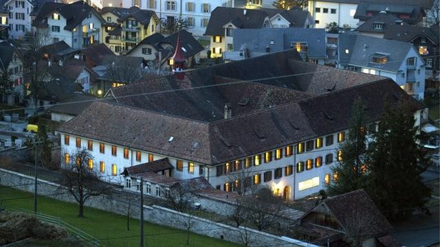 Das Kloster Stans in der Abenddämmerung.
