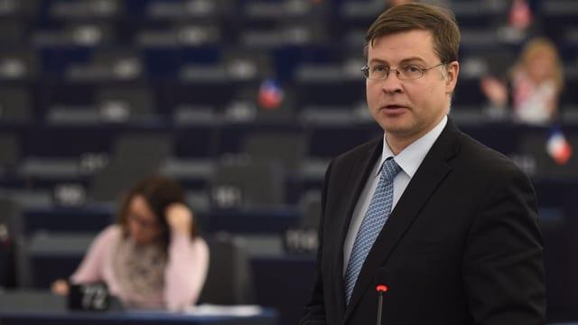 purtret dal cumissari da l'UE Dombrovskis