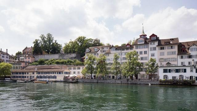 Wohnungen der Stadt Zürich am Limmatufer.