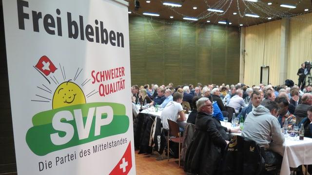 Plakat der SVP Aargau an einer Versammlung