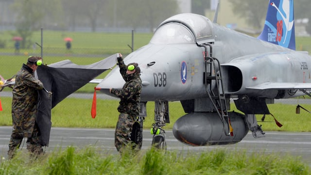 Zu sehen ist ein Kampfflugzeug.