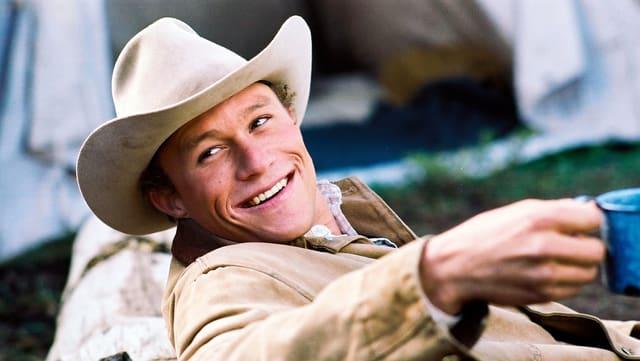 Mann mit Cowboyhut lacht