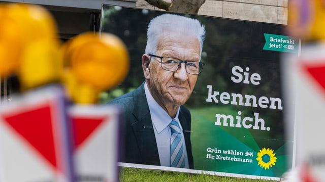 Wahlplakat der Partei Die Grünen mit Spitzenkandidat und Ministerpräsident Winfried Kretschmann.