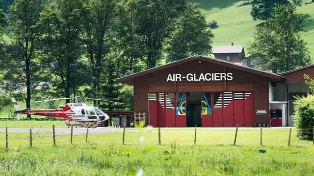 In helicopter da la Air Glaciers avant la centrala.