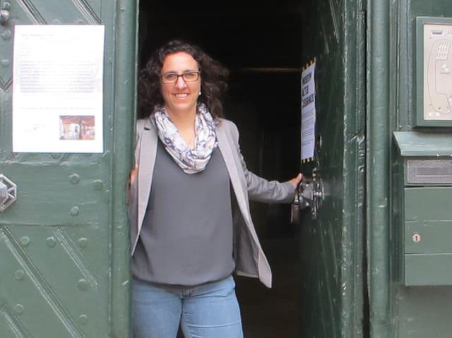 Claudia Moritzi im Eingang des Museums