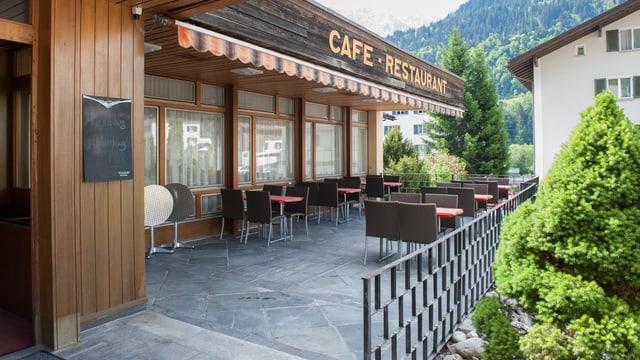 Ussa pon ins puspè baiver café sin la terrassa dal Dulezi.