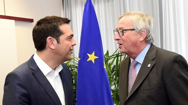 Il primminister grec Alexis Tsipras ed il president da la Cumissiun europeica Jean-Claude Juncker.