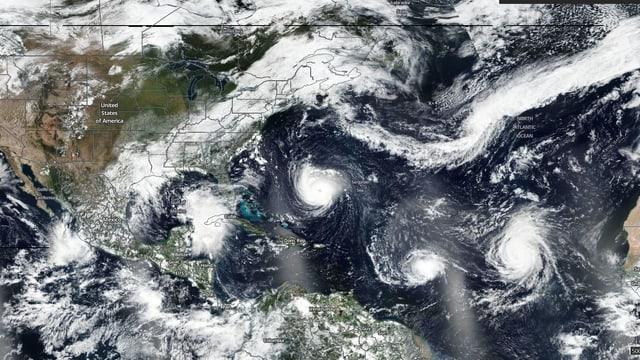 Satellitenaufnahme mit mehreren Hurrikanen.
