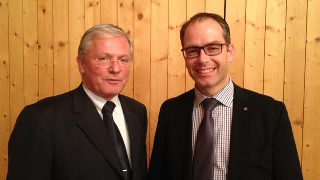L'investider austriac Manfred Moschner ed il president communal da Savognin Patrick Vincenz.