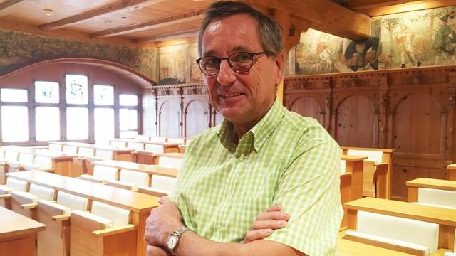 Roland Inauen im Ratsherrensaal in Appenzell.