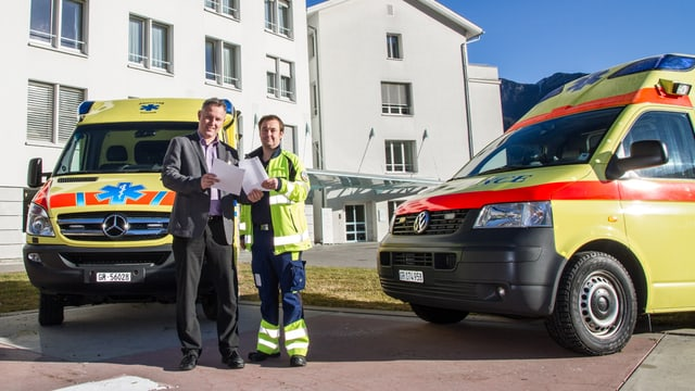 Il directur dal spital da Tusaun ensemen cun il manader da l'anestesia ed ambulanza Ebbo Aalders.