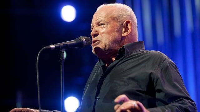 Joe Cocker singt