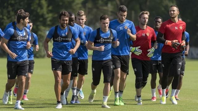 Die Mannschaft des FC Basel beim Trainingsstart 2017