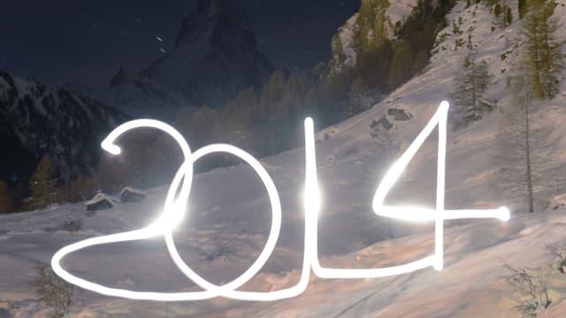 2014 mit Licht gezeichnet - im Hintergrund eine Schneelandschaft.