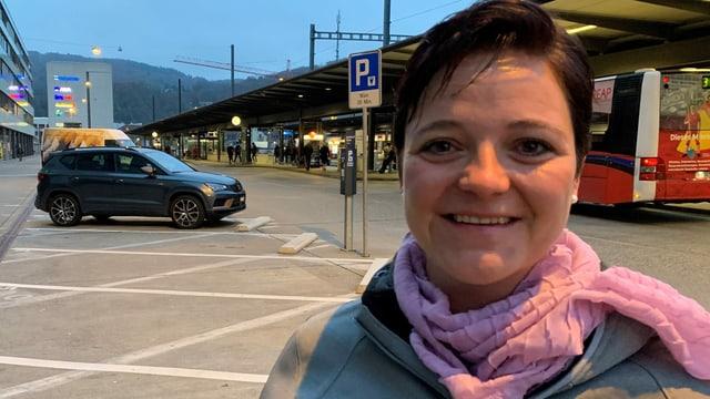 Stefanie Heimgartner am Bahnhof Baden