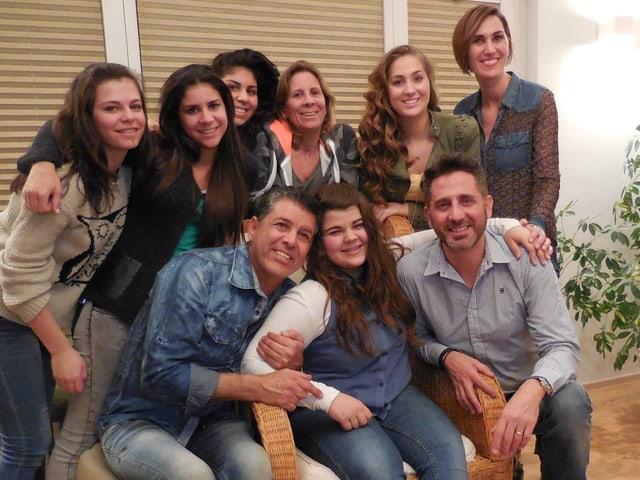 Tiziana mit einer Gruppe von Freunden