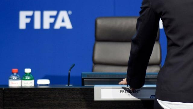 podium cun signet da la Fifa.