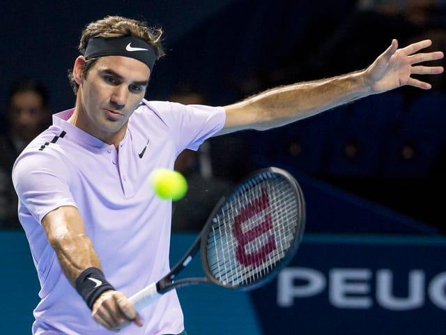 Federer spielt Rückhand