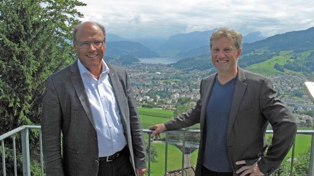 Matthias Senn und Cyrill Wiget auf dem Sonnenberg mit Blick auf Kriens.
